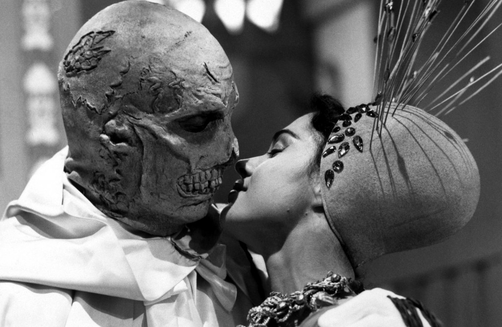 Dr. Phibes kiss